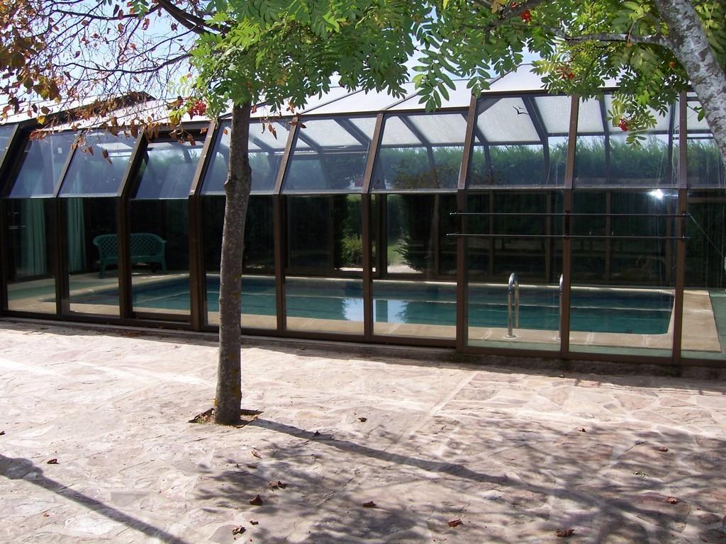 Alquiler casas rurales casa rural peguerinos casas rurales sierra de madrid despedidas de - Casa rural con piscina cubierta ...